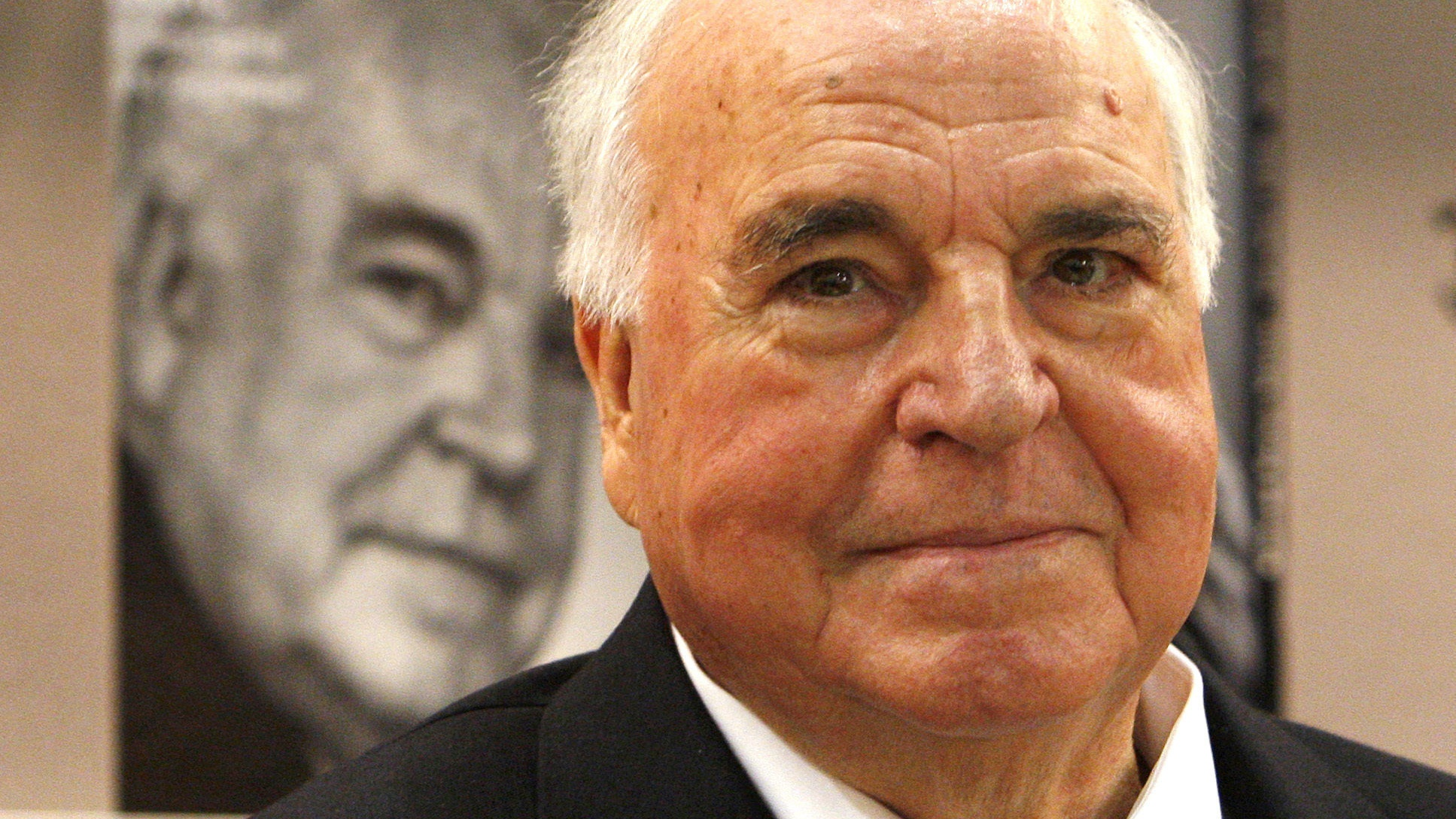 Helmut Kohl, father of German reunification, dies